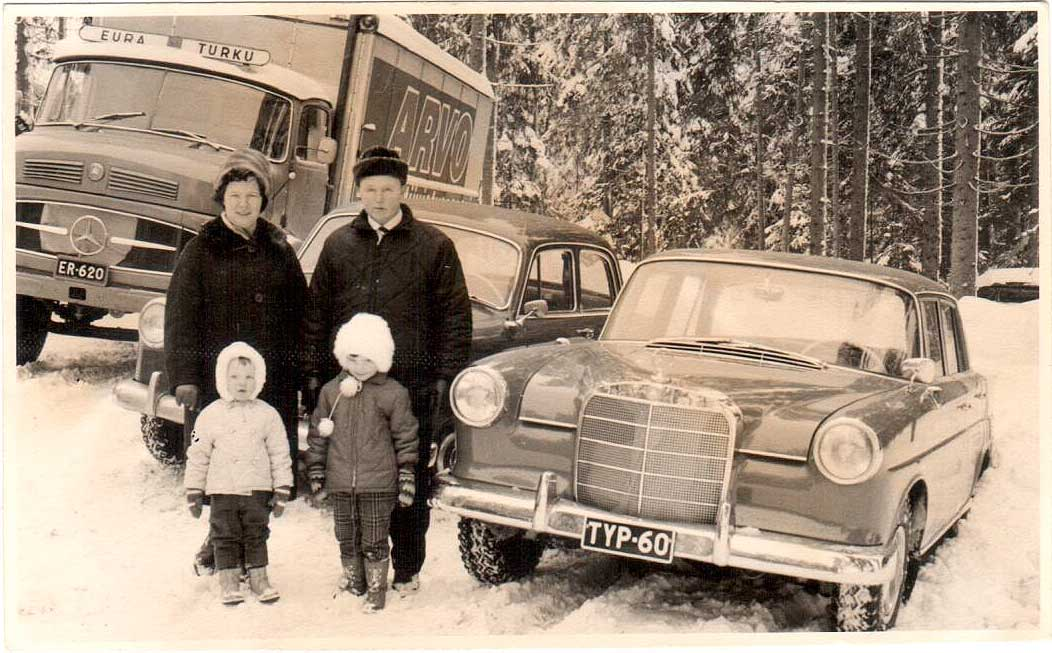 Family Virtanen in 1965. Parents Raili and Pentti, children Markus and Elina in the front.